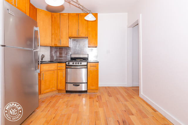 3 Bedrooms, Williamsburg Rental in NYC for $2,333 - Photo 1