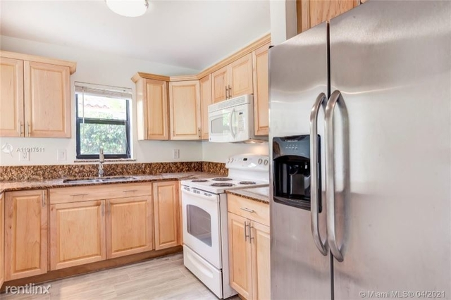3 Bedrooms, Sunny Grove Rental in Miami, FL for $3,950 - Photo 1