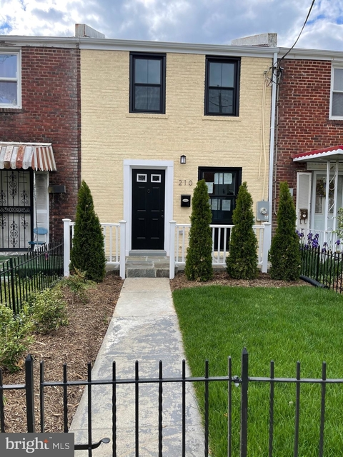 2 Bedrooms, Northeast Boundary Rental in Baltimore, MD for $2,600 - Photo 1