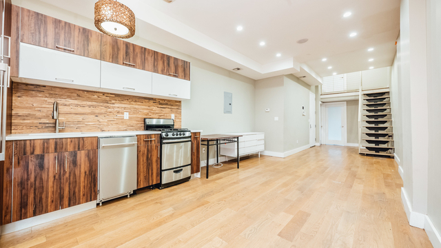 5 Bedrooms, Greenpoint Rental in NYC for $4,999 - Photo 1