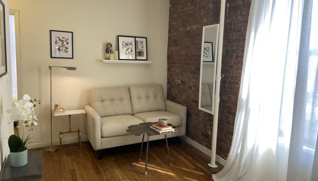 2 Bedrooms, Hell's Kitchen Rental in NYC for $2,800 - Photo 1