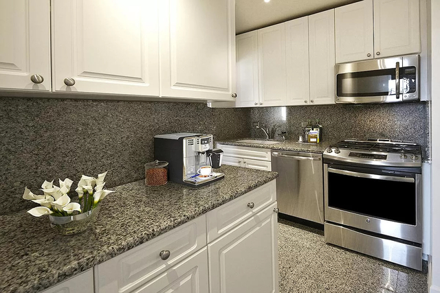 3 Bedrooms, Turtle Bay Rental in NYC for $6,395 - Photo 1