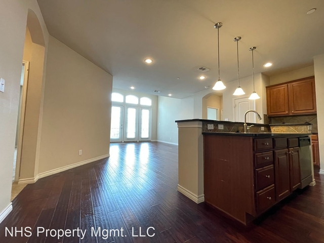 2 Bedrooms, Upper West Side Rental in Dallas for $1,795 - Photo 1