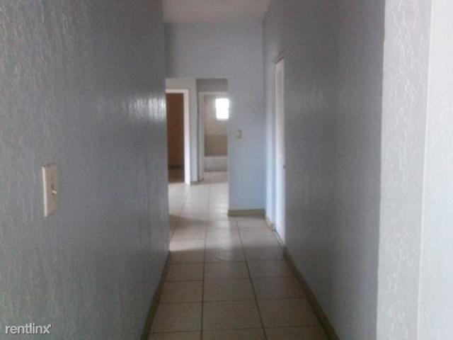 2 Bedrooms, Glenhaven Rental in Miami, FL for $1,300 - Photo 1
