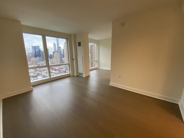 Studio, Hell's Kitchen Rental in NYC for $2,923 - Photo 1