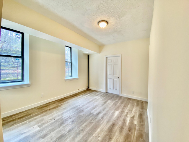 2 Bedrooms, Inwood Rental in NYC for $2,400 - Photo 1