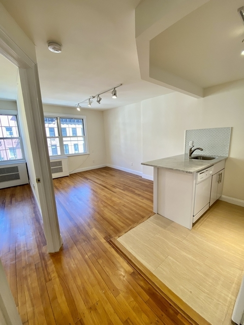 3 Bedrooms, Turtle Bay Rental in NYC for $3,246 - Photo 1