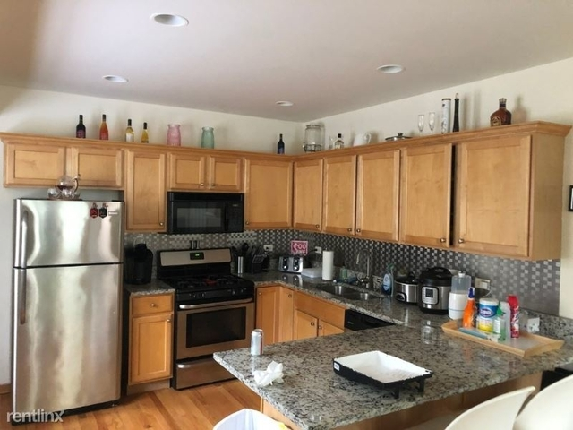 2 Bedrooms, Roscoe Village Rental in Chicago, IL for $2,499 - Photo 1
