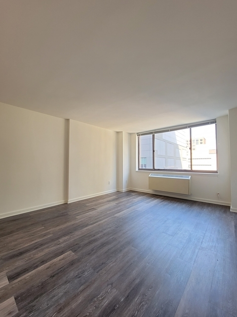 Studio, Hell's Kitchen Rental in NYC for $2,562 - Photo 1