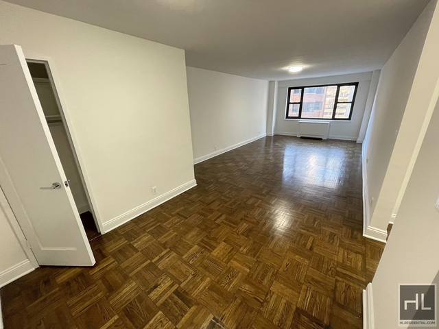 1 Bedroom, Sutton Place Rental in NYC for $3,277 - Photo 1
