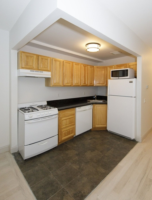 3 Bedrooms, Hell's Kitchen Rental in NYC for $4,125 - Photo 1