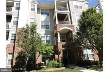 2 Bedrooms, Merrifield Rental in Washington, DC for $2,100 - Photo 1