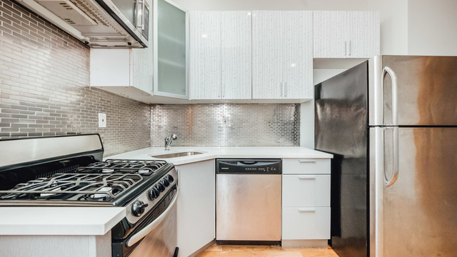 3 Bedrooms, Greenpoint Rental in NYC for $2,725 - Photo 1