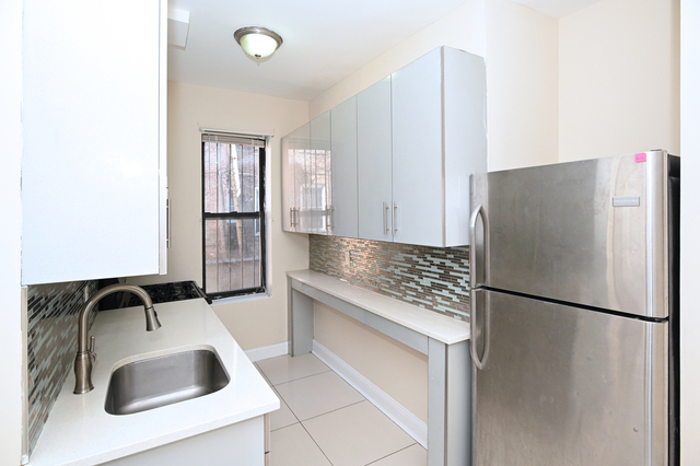 2 Bedrooms, Weeksville Rental in NYC for $2,000 - Photo 1