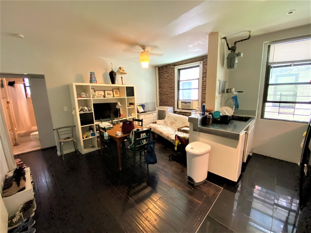 3 Bedrooms, Steinway Rental in NYC for $2,950 - Photo 1