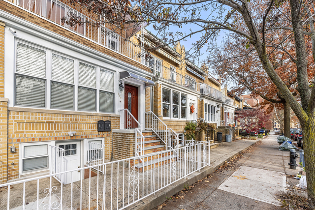 2 Bedrooms, Chatham Rental in Chicago, IL for $2,100 - Photo 1