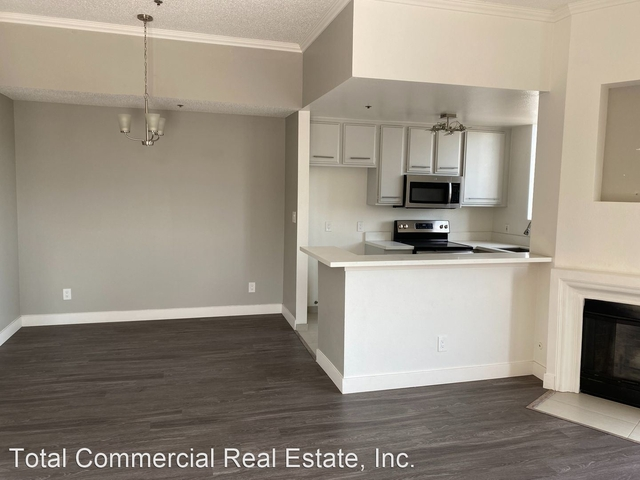 2 Bedrooms, Central Hollywood Rental in Los Angeles, CA for $2,227 - Photo 1
