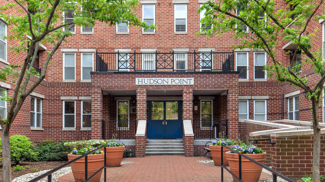 2 Bedrooms, The Waterfront Rental in NYC for $3,469 - Photo 1