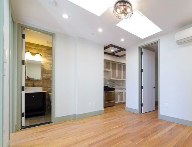 3 Bedrooms, Crown Heights Rental in NYC for $2,000 - Photo 1