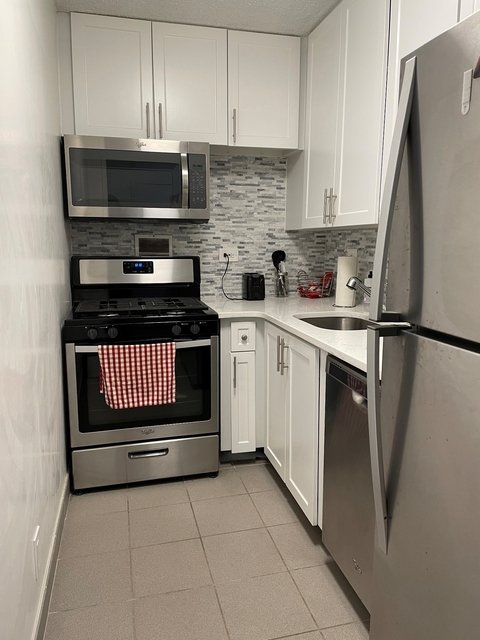 1 Bedroom, Newport Rental in NYC for $2,000 - Photo 1