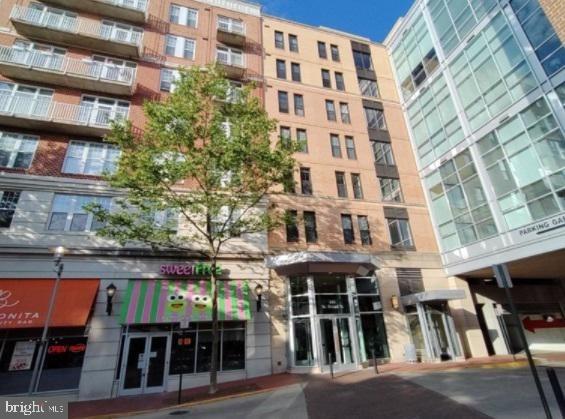 1 Bedroom, Falls Church Rental in Washington, DC for $2,099 - Photo 1