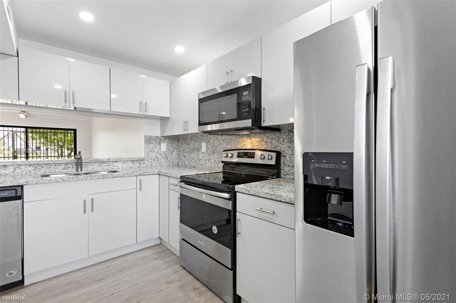 2 Bedrooms, Fontainebleau Park West Rental in Miami, FL for $2,000 - Photo 1