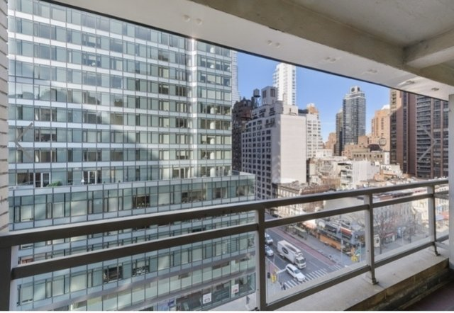 2 Bedrooms, Sutton Place Rental in NYC for $5,317 - Photo 1