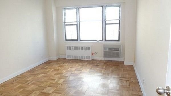 2 Bedrooms, Kew Gardens Rental in NYC for $2,375 - Photo 1