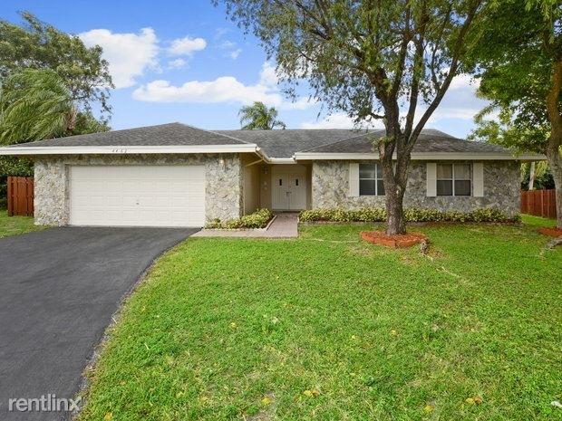 4 Bedrooms, Beachwood Heights Rental in Miami, FL for $2,845 - Photo 1