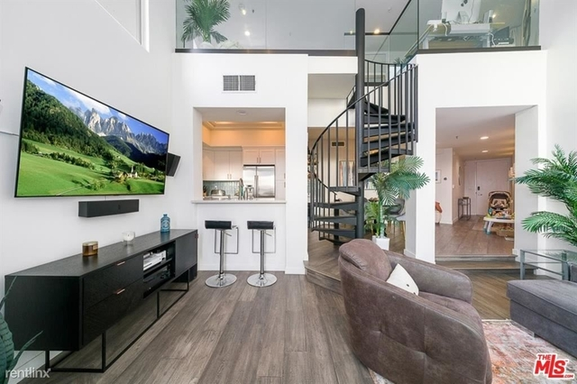 2 Bedrooms, Venice Beach Rental in Los Angeles, CA for $6,300 - Photo 1