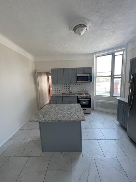 3 Bedrooms, Astoria Rental in NYC for $2,300 - Photo 1