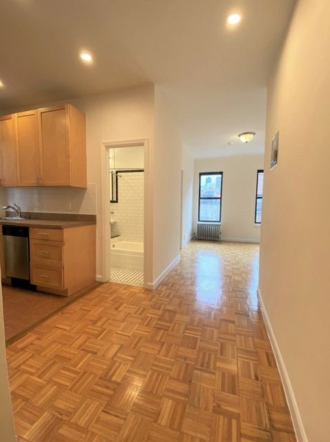 2 Bedrooms, Upper East Side Rental in NYC for $2,795 - Photo 1