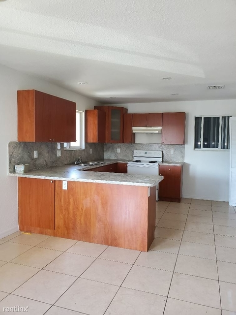 5 Bedrooms, Hialeah Heights Rental in Miami, FL for $2,800 - Photo 1