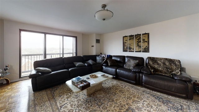 2 Bedrooms, Great Neck Plaza Rental in Long Island, NY for $4,000 - Photo 1