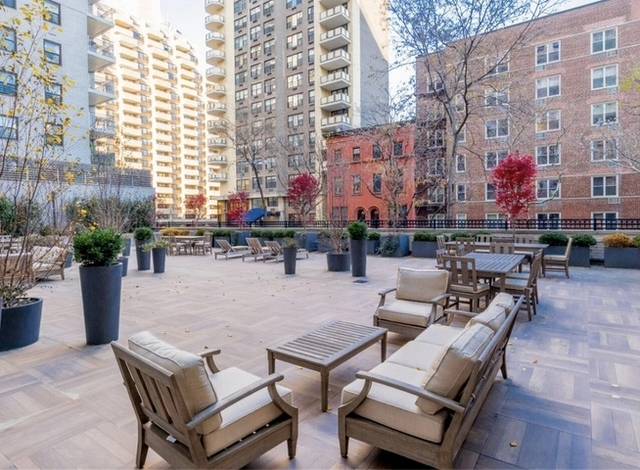 3 Bedrooms, Yorkville Rental in NYC for $5,957 - Photo 1