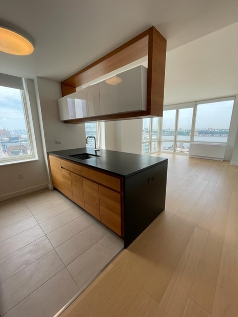 2 Bedrooms, Hell's Kitchen Rental in NYC for $6,175 - Photo 1