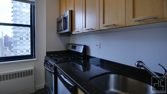 2 Bedrooms, Yorkville Rental in NYC for $5,269 - Photo 1