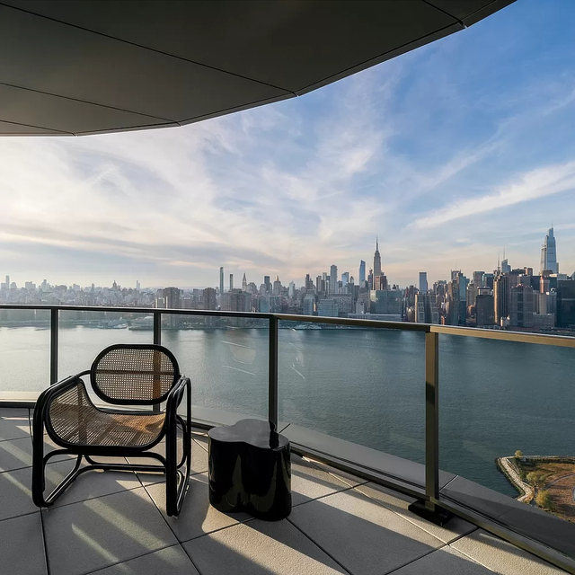 2 Bedrooms, Greenpoint Rental in NYC for $14,333 - Photo 1