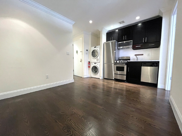 2 Bedrooms, Yorkville Rental in NYC for $2,933 - Photo 1