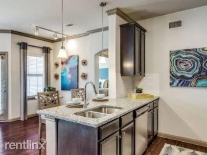 2 Bedrooms, Southeast Montgomery Rental in Houston for $1,300 - Photo 1