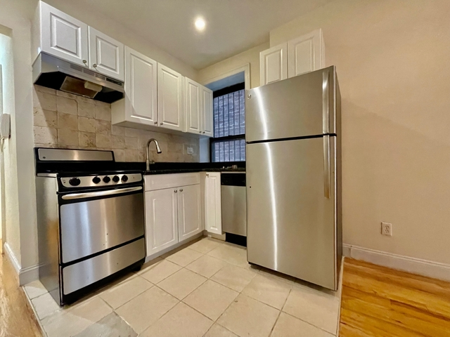 3 Bedrooms, Yorkville Rental in NYC for $3,300 - Photo 1