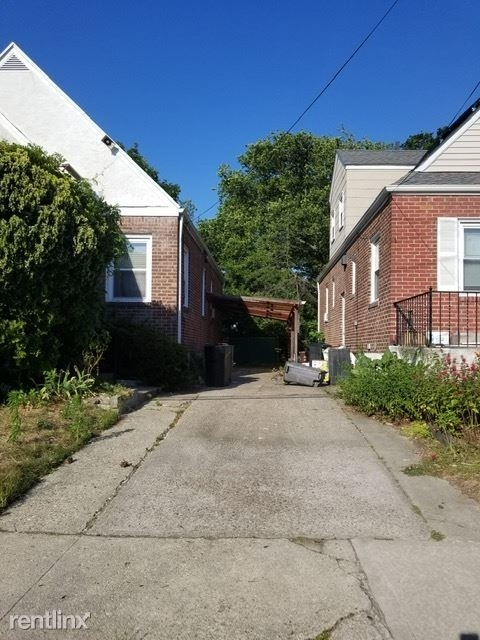 4 Bedrooms, Bayswater Rental in Long Island, NY for $3,000 - Photo 1