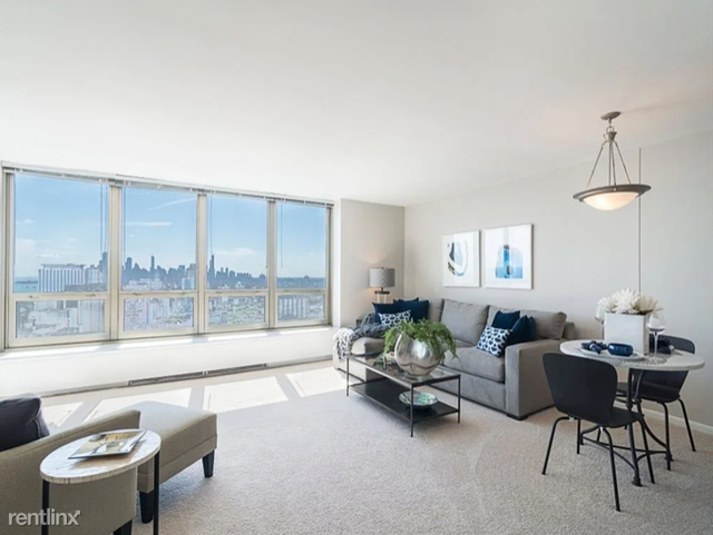 2 Bedrooms, Lake View East Rental in Chicago, IL for $2,341 - Photo 1