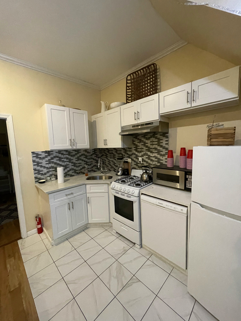 4 Bedrooms, Long Island City Rental in NYC for $3,000 - Photo 1