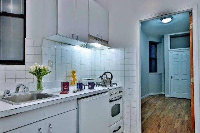 3 Bedrooms, East Village Rental in NYC for $3,896 - Photo 1
