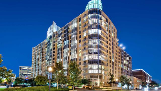 2 Bedrooms, Bethesda Rental in Washington, DC for $3,908 - Photo 1