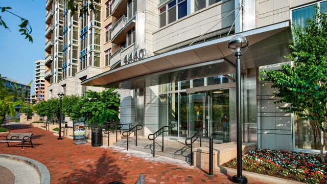 2 Bedrooms, Bethesda Rental in Washington, DC for $3,898 - Photo 1