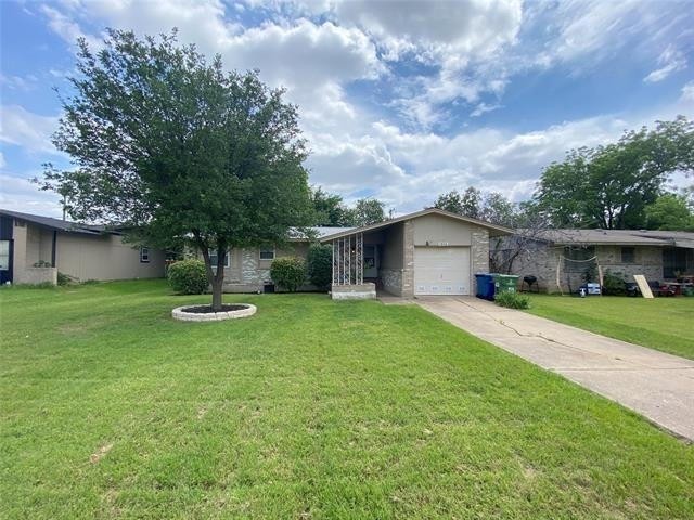 3 Bedrooms, Downtown Carrollton Rental in Dallas for $1,795 - Photo 1