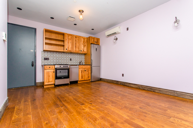 2 Bedrooms, Bushwick Rental in NYC for $2,625 - Photo 1