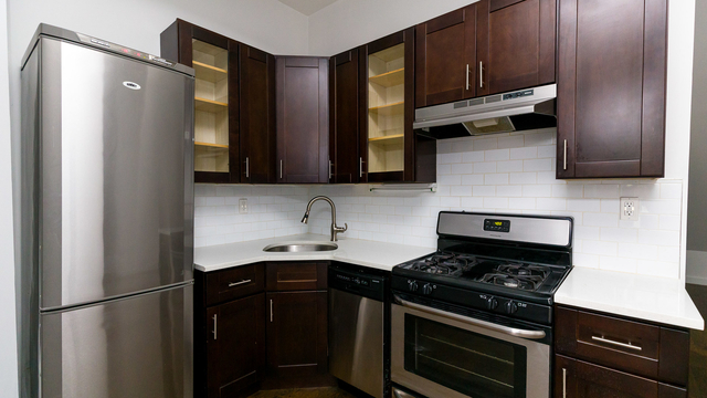 2 Bedrooms, Crown Heights Rental in NYC for $2,600 - Photo 1
